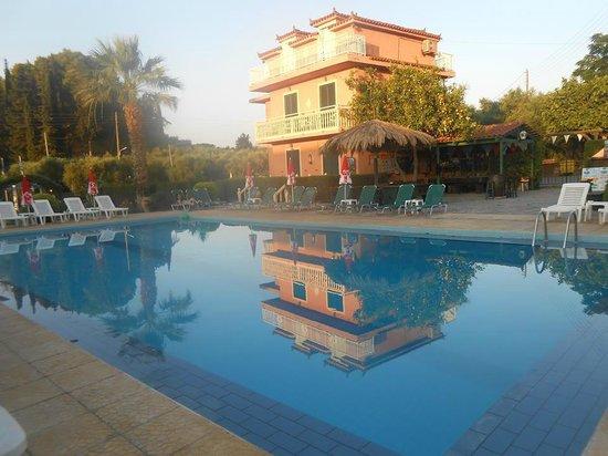 Mon Repos Apartments: pool