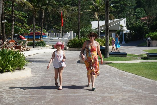 Centara Grand Beach Resort Phuket : Walking to breakfast