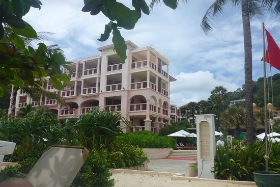 Centara Grand Beach Resort Phuket: Hotel block 9 (we are top right room)