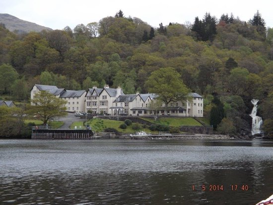 Inversnaid Hotel: Hotel from loch ferry