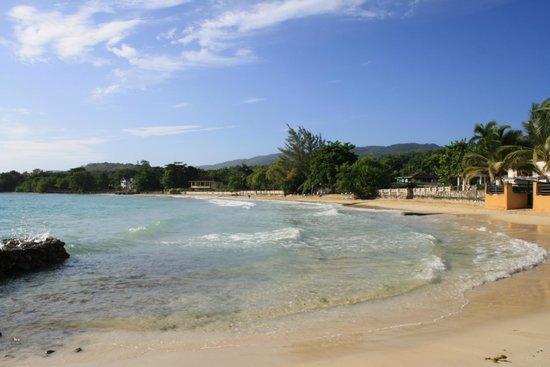 Cannon Villas: beautiful private beach