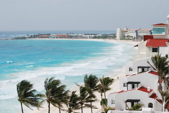 Royal Solaris Cancun: Southward view from our balcony