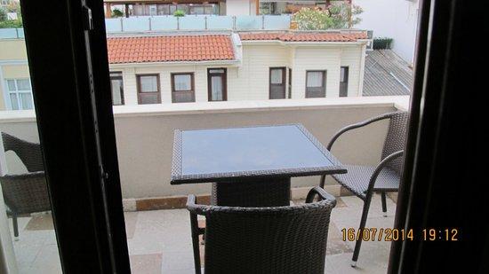 Azade Suites : terraza de la habitacion