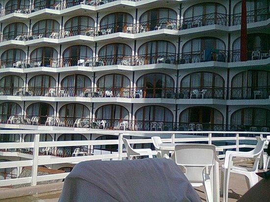 Real Bananas Hotel & Villas : habitaciones vista desde alberca principal