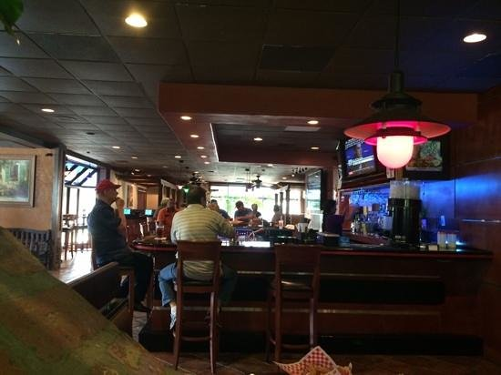 La Palma Mexican Grill: bar seemed to be busy in tje middle of the week