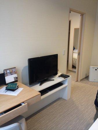 Fraser Residence Nankai Osaka : 客廳與房間門