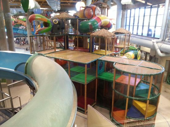 Village Square Leisure Centre: Water Play Structure And Waterslides