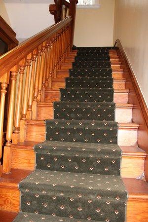 Weaver Hotel : stair way
