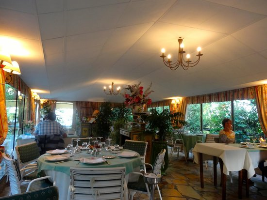 Le Colombier Hotel-Restaurant : RESTAURANT MÁS UTILIZADO EN VERANO