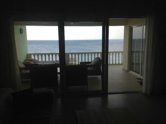 Blue Bay Curacao Golf & Beach Resort: Vista da Sala