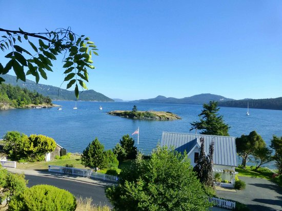 Outlook Inn on Orcas Island: Nice view, but the much-used road .....