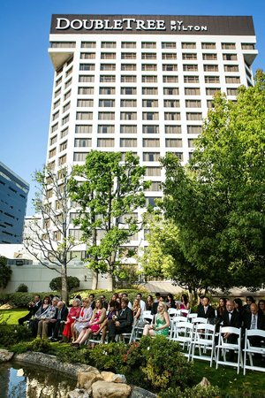 DoubleTree by Hilton Hotel Los Angeles Downtown: Rooftop garden perfect for ceremony/guest enjoyment