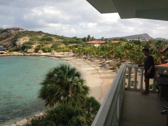 Blue Bay Curacao: Praia vista do terraço