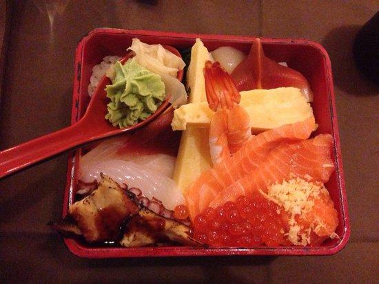 Sakana Sushi: Chirashi box