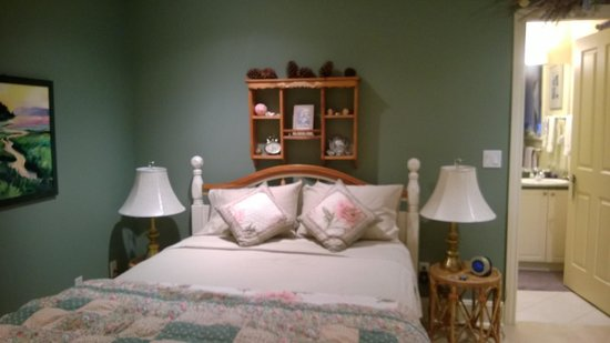 Mainstay Oasis Bed and Breakfast: The room