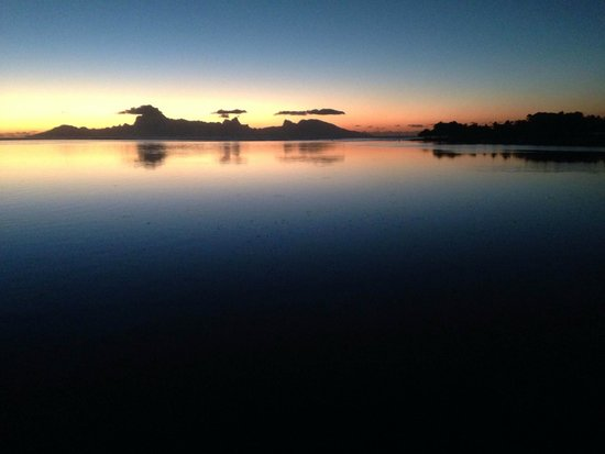 Le Meridien Tahiti: Just before dark over Moorea from our room