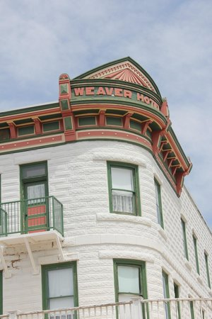 Weaver Hotel: front corner of the hotel