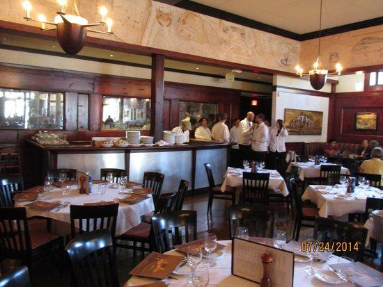 Bar picture of hank 39 s seafood restaurant charleston for Fish restaurant charleston sc