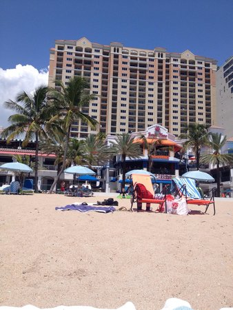 Marriott's BeachPlace Towers: Marriott BeachPlace Towers from the Beach