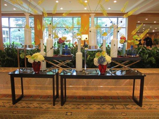 The Logan Philadelphia, Curio Collection by Hilton: Inside the entrance