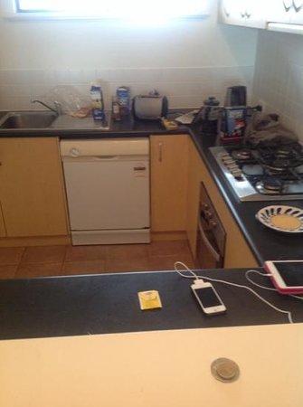 Margarets Beach Resort: kitchen