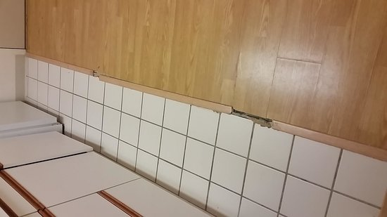 Extended Stay America - Atlanta - Marietta - Powers Ferry Rd.: Dated kitchen and floor rotting.