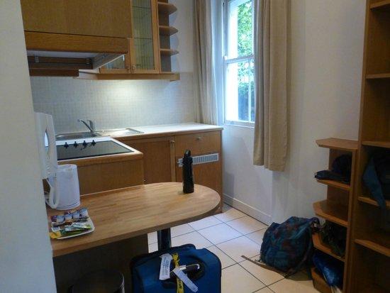 Studios2Let Serviced Apartments - Cartwright Gardens: Kitchenette area