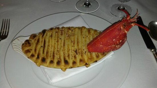 Bentley's Oyster Bar & Grill: Lobster pie, good, but rather bland
