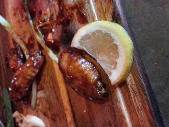 Hogs and Heifers: Small chicken wings.The lemon wedge was bigger.