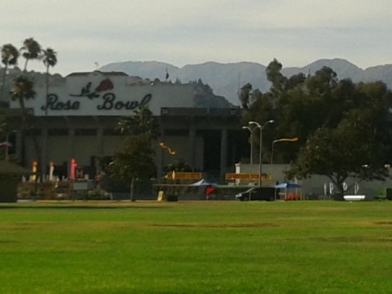 Rose Bowl Stadium: Hill View