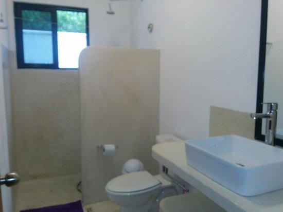 Ca'Rita Hotel & Suites Mexico: spacious and spotless bathroom