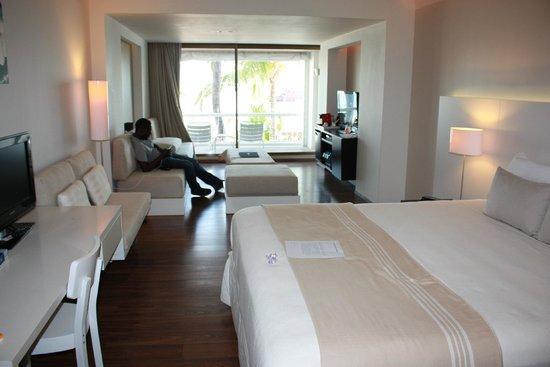 Holland House Beach Hotel : Junior Suite