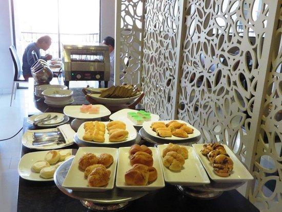Novotel Banjarmasin Airport: assorted bread