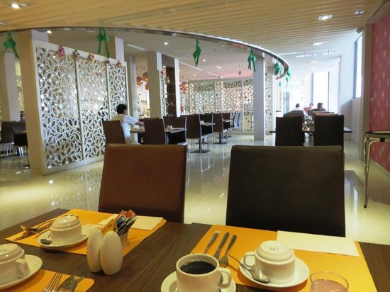 Novotel Banjarmasin Airport : resto, from inside view