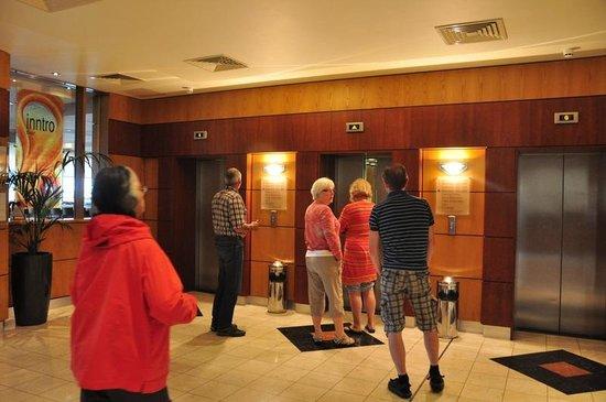 Jurys Inn Dublin Parnell Street: Elevator lobby