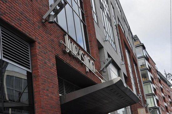 Jurys Inn Dublin Parnell Street: Front entrance