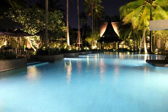‪‪Twinpalms Phuket‬: Central Pool area at night‬