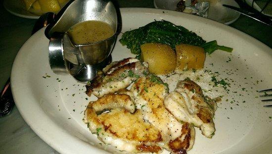 Sotto Mare Oysteria & Seafood: Amazing sea bass