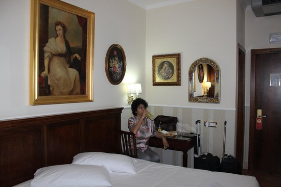 Hotel des Artistes: A View of the Room