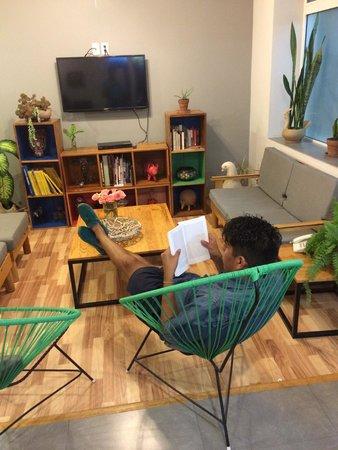 Hostal Tres Central : En la sala de recepción del hostal ;)