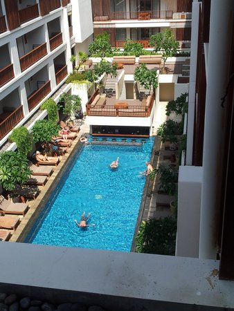 The Magani Hotel and Spa: Pool with swim up bar