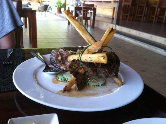 Tortuga Lodge & Gardens: steak on sugar cane. very tasty