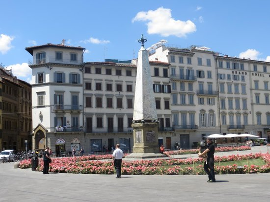 JK Place Firenze : Piazza right outside the hotel