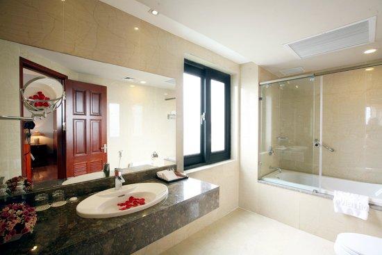 Lan Vien Hotel Hanoi : Bathroom