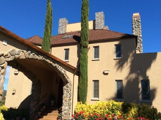 Bella Villa Messina: front entrance
