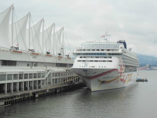 Canada Place pier with the Norweign Sun ship