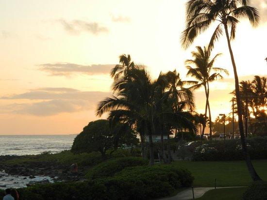 Lahaina Shores Beach Resort: Sunset