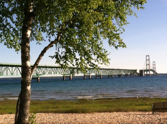 Parkside Inn -  Bridgeside : View of Mackinac Bridge