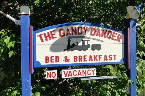 Gandy Dancer Inn Bed and Breakfast: Sign out front