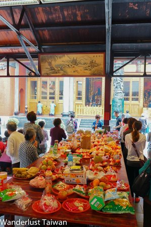 Hsing Tian Kong: variety of offerings
